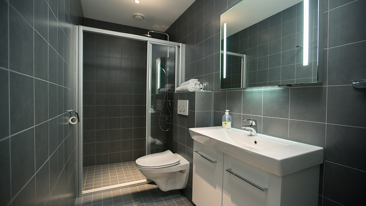 Modern, spacious ensuite bathroom
