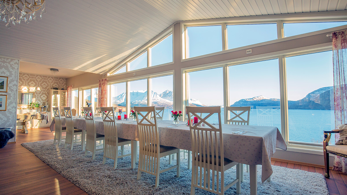 Arctic Panorama Lodge dining room
